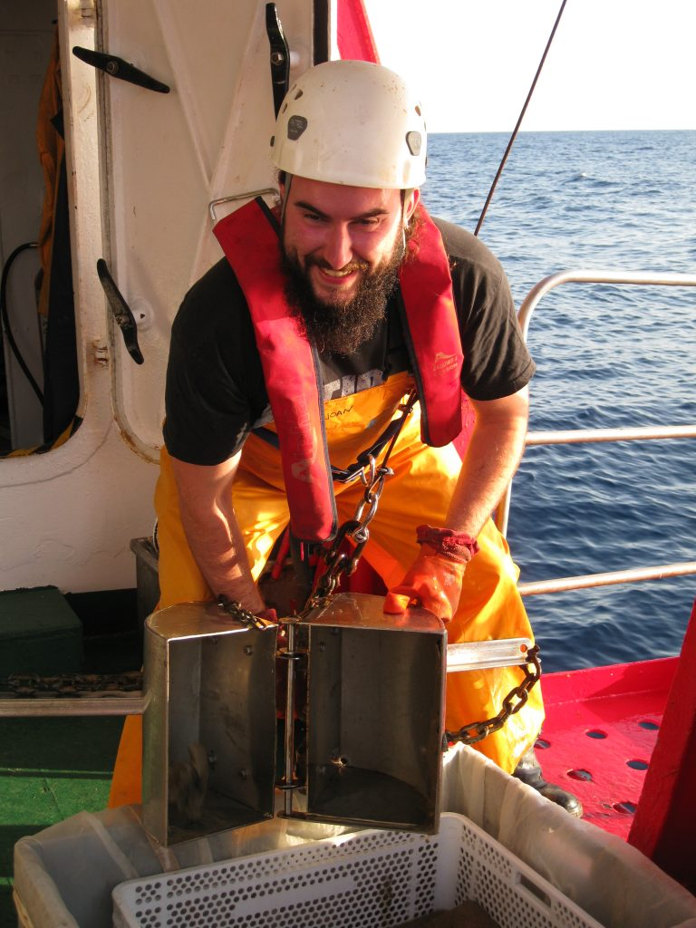 Fernando Á. Fernández-Álvarez taking samples with a van veen grab sampler in the oceanic cruise Formed IV (June 2014).
